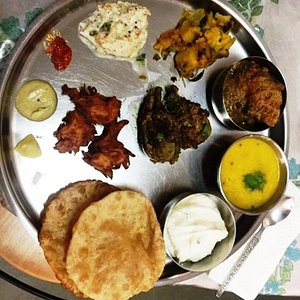 Traditional Mangalorean cooking class in Pune with Savita