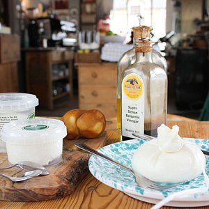 Cheese making tour, tasting and lunch in Cork, Ireland with an award-winning cheese maker