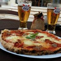Pizza Antonello con pomodoro, mozzarella fresca di Bojano, salamino piccante e caciocavallo pugliese