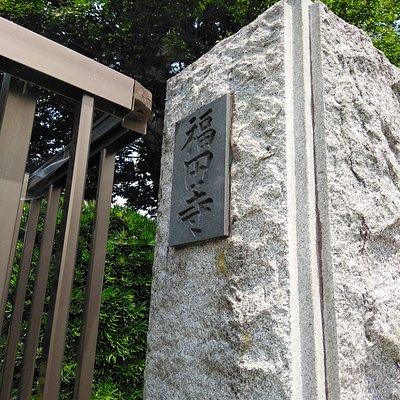 入り口の石柱
