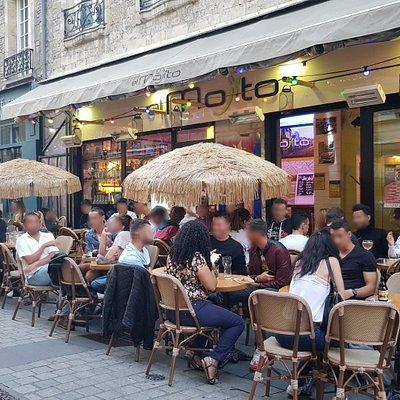 Venez goûtez nos mojitos avec ou sans alcool préparés avec des produits frais dans un cadre chaleureux et unique au cœur du centre historique de Caen
