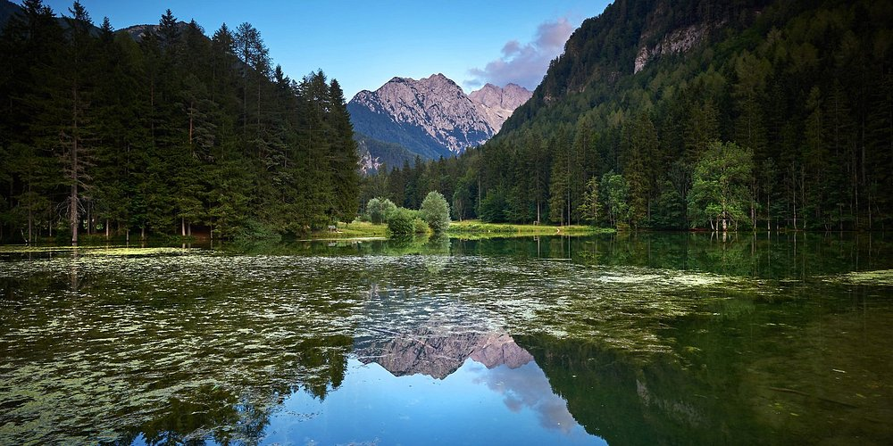 Jezersko. 💚 A hidden valley, full of stunning surprises and amazing views. Enjoy its traditional cuisine, explore its hiking paths, take a walk by the lake and have a taste of luxury the Slovenian way in Vila Planinka. 