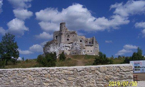 Ruiny zamku w Mirowie na Jurze Krakowsko-częstochowskiej