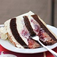 Schwärzwalder Kirschtorte (Black Forest cake) (3,20 EUR)