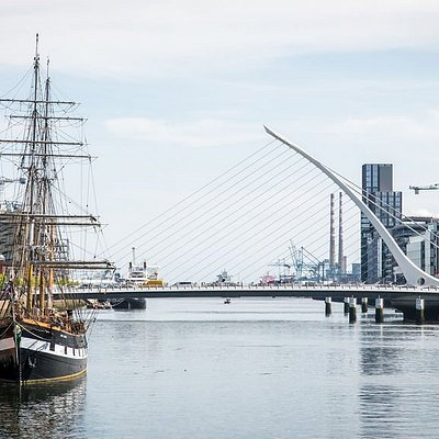 The Jeanie Johnston with the Samuel Beckett bridge in the background