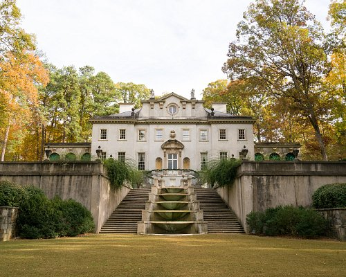Swan House is beautiful at any time of year. Come by for a visit and peek into the world of the 1920s.
