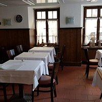 Sehr feine Küche und liebenswertes Personal im Zentrum Badens- Fussgänherbereich. Die Gartensitzplätze sind an sonnigen, heißen Tagen...