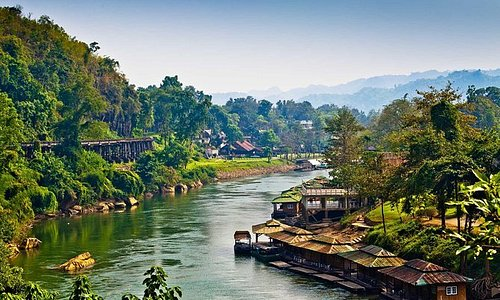 DAMNERN SADUAK FLOATING MARKET AND RIVER KWAI TOUR WITH LUNCH