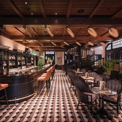 Long Bar (Interior)