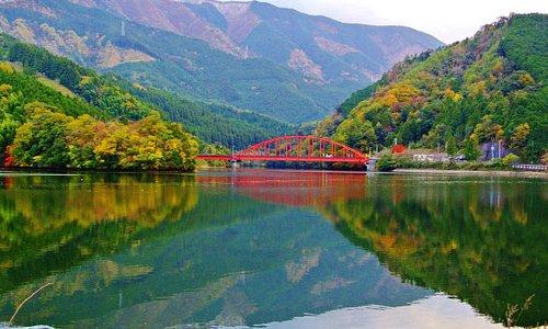 金砂湖上に架かる平野橋