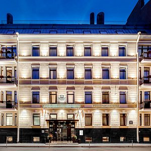 Фасад Dom Boutique Hotel