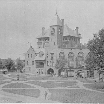 1894 Windsor Hotel Courtyards
