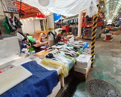 Summer in Tong Bok market