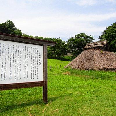 井戸尻遺跡。昔ながらの住居跡が点々とありました。