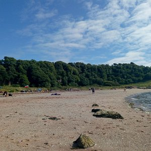 Nice beach on the west side of Great Cumbrae, clean and tidy but not that big, a cosy little spot to stop for a picnic  if you are cycling round the island, there could be better parking but there is a few parking areas so get there early,