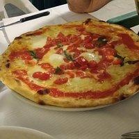 pizza speciale (bufala, pomodorini