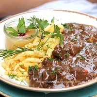 Juicy venison goulash with buttered spaetzle and apple compote (18,90 €)