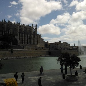 La Seu in front of water, space and time!