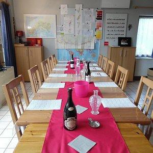 Oenotour asbl où passer de bonnes soirées de dégustation de vins + planches de tapas+ bonne ambiance avec échanges d'infos sur Bruxelles Uccle