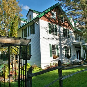 Rent the entire Portage Inn which sleeps up to 30 people in 10 bedrooms, 10 bathrooms, 2 kitchens, a laundry room, a 1000 sq ft great room (with bar at one end, a pool table at the other and seating for up to 30) and a 400 sq ft lounge with satellite TV.
