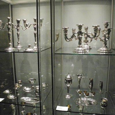 Silberwaren für die diese Fabrik berühmt war.