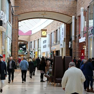 All the top retailers are at Touchwood . . Next, River Island, H&M, Bravissimo, Uber, Zara, Apple, John Lewis, Office, JD Sports, Kurt Geiger and more!