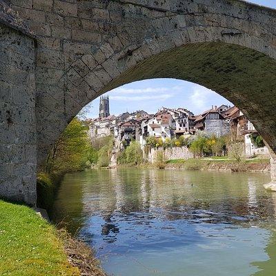 Pont du milieu et vue sur la Cathédrale St-Nicolas de Fribourg