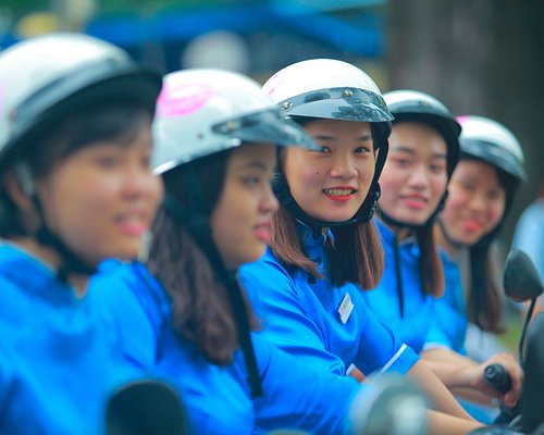Women care more, which makes them great tour guides.