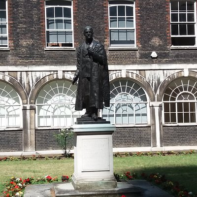 Viscount Nuffield Statue