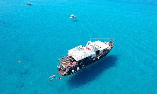 La motonave Blue Ocean ripresa dall'alto