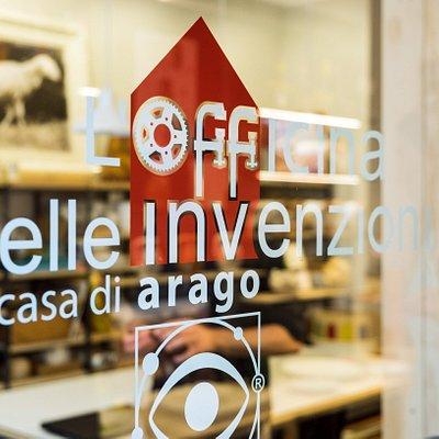 L'ingresso de L'Officina delle Invenzioni, la casa di Arago Design