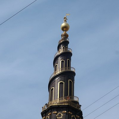 The spire goes up anti clockwise.