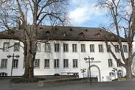 Das Schlosstheater gehört zum Schloss zu Wied und liegt direkt am Rhein. Über den Deich kommt man zum Pegelturm, der schönste Punkt am Rhein. Im Schlosstheater spielt die Landesbühne super Stücke. Für jeden etwas.