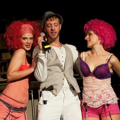ΟΠΕΡΑ ΤΟΥ ΖΗΤΙΑΝΟΥ του John Gay Διασκευή - Σκηνοθεσία: Γλυκερία Καλαϊτζή Παραγωγή: Passatempo / Θέατρο Τ Πρώτη παράσταση: 26 Ιουλίου 2012