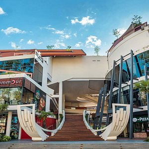 The Heritage Walk is the first-of-its-kind lifestyle complex situated in the most prestigious neighborhood in Siem Reap.