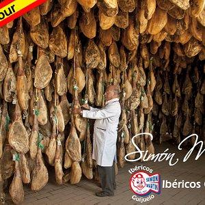 JamónTour: Una experiencia gastronómica inigualable en Guijuelo: la cuna del Jamón Ibérico en España.