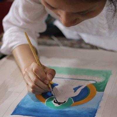 Visitors learning thangka art.