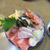 こちらが、またすぐに食べたくなる海鮮丼です!