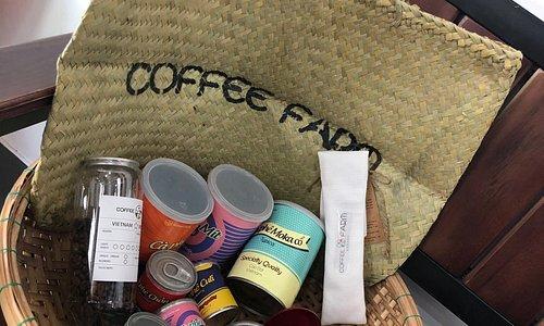 커피클라스 1시간 반정도 되는 시간에 너무많은 정보를 얻은듯 ㅋㅋ 내가 커피의 산미를 좋아하는지도 처음알았고.. 커피 한잔을 만드는데 이런과정들이 있는지를 직접 체험해보니 너무 좋았어요