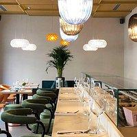 Sala lounge per aperitivi e degustazioni di Cruditè al banco