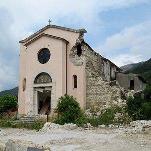 La chiesa col campanile crollato