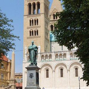 Statue of Szepessy Ignacz