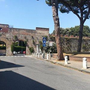 Porta di Santa Marta, Пиза, июль.