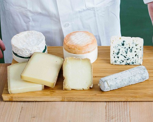 High quality farm cheeses made from raw milk, that's our promise