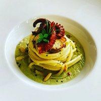 Spaghetti con Polipo su Crema di Melanzane