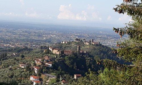 panorama da Massa con vista di Colle di Buggiano e Buggiano Castello