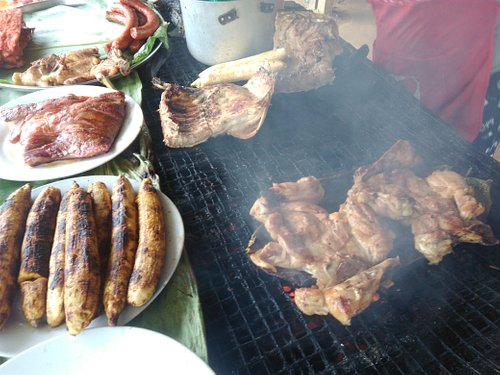 Iquitos, is a great place to feel the real local warm of the Amazon, at Quistococha Zoo, inside they prepare a delicious Cecina with plantain, REALLY artisiana style.