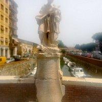 Мonumento a San Giovanni Nepomuceno, Via della Madonna, ponte, Livorno, июль.