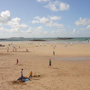 La plage de La Hoguette à marée basse, un jour de grande marée