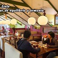 El Restocafé SIETE & SIETE se ubica en el encuentro de dos enigmáticas calles del Cusco, Siete Angelitos y Siete Diablitos.
